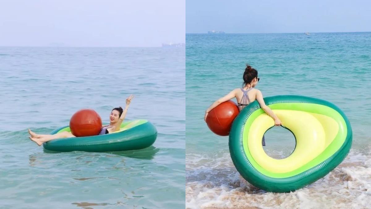 手機記憶體殺手出沒!海邊最佳良伴超好拍「酪梨造型游泳圈」,果核還能當沙灘排球實在太可愛~