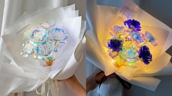 世界上最浪漫的告白花束♥韓國爆紅「全息玫瑰」美到屏息,琉璃花瓣每個角度都閃耀不同璀璨光~