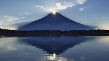 一生想親眼看一次的神景!二月限定「鑽石富士」絕景感動到哭,湖中富士的最佳觀賞地解密!