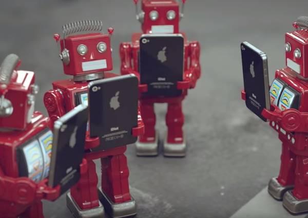 這部名為「白癡」的動畫,會讓你發現追求新手機的自己有多白癡!