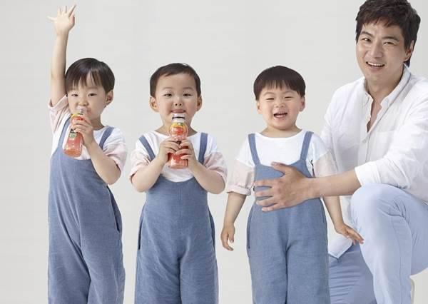 可愛三胞胎大韓戴眼鏡變書生,卻讓爸爸難過到眼眶泛紅?
