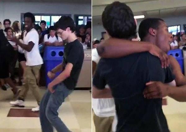 書呆子遭黑人同學故意「跳舞挑釁」,最後讓全校瘋狂的會是誰?
