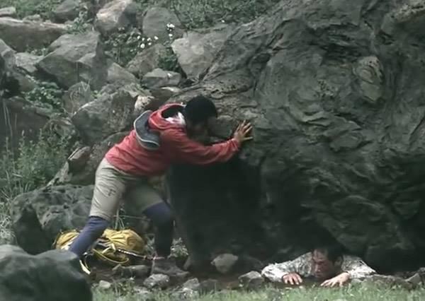 老公被巨石壓頂,危急時刻天神降臨,老婆許願竟然不是救他,而是救...?