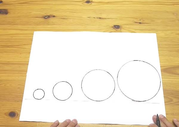 看完覺得被文具行騙了!原來不用工具,徒手竟然也能畫出完美圓圈