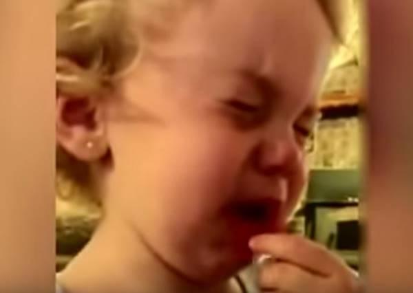 面對2歲女兒宣布交男友了,爸爸的鴕鳥式回答真的超絕!