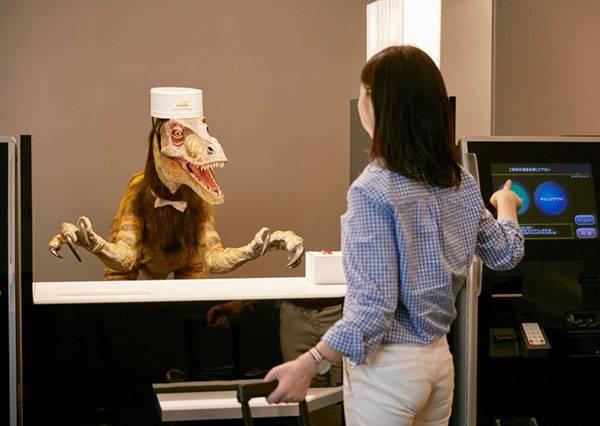 這絕對是最先進的飯店,因為你看見的服務生居然沒一個是真人!?