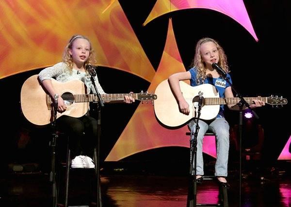 這對雙胞胎姊妹不只有完美合聲,還能自彈自唱《I'm Yours》征服百萬網友!