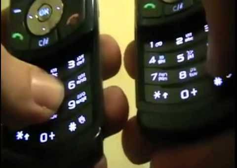 他留著這兩隻舊式手機不是為了保存,而是用來演奏知名歌曲「I'm Yours」!?