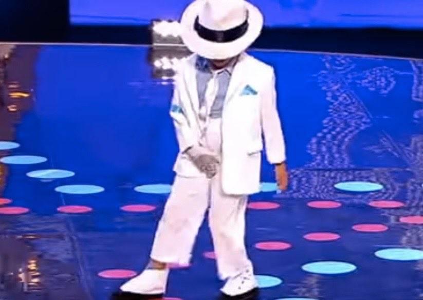 史上最迷你麥可!6歲就能完美複製「月球漫步」,評審看到張嘴叫好!