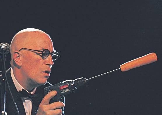 大家都不知道他演講幹嘛拿出一根紅蘿蔔,幾分鐘後,他們聽到最好聽的單簧管演奏!