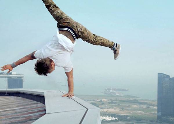 這些街舞高手登上摩天大樓battle,尤其1:15之後根本就是在用生命拍影片!