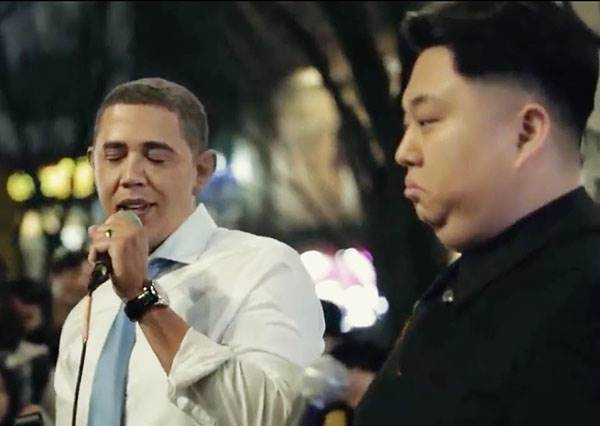 這會是歷史畫面吧!美國總統歐巴馬和北韓領導人金正恩竟然同台合唱?