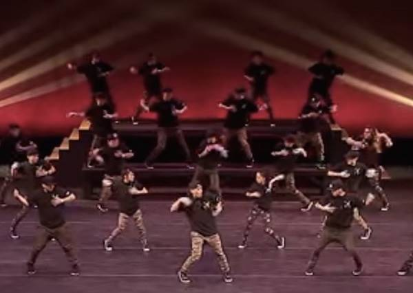 明明是街舞比賽這團卻來了30個人?但他們卻能紅遍整個網路,你看過就會知道為什麼了!