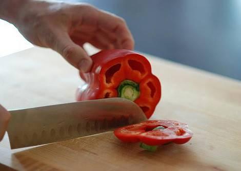 青椒怎麼去籽又快又乾淨?學會這種切法超有成就感!