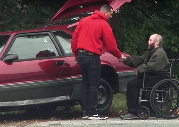他故意假裝車拋錨想測人心,你絕對想不到唯一願意伸出援手的是什麼人!?
