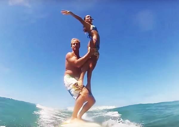 他們不但要一起衝浪,甚至還挑戰各種讓你嚇掉大牙的高難度動作!