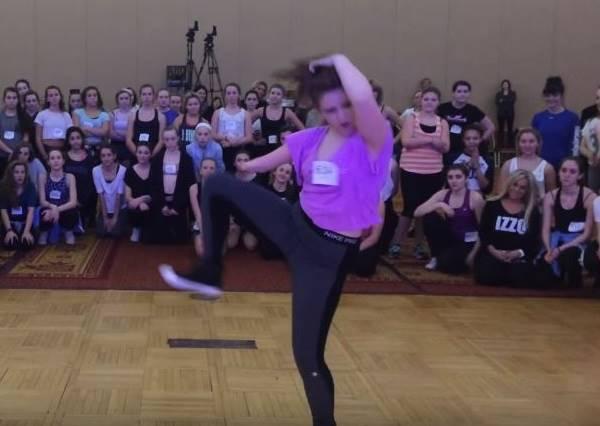 15歲女孩熱舞技巧已經連專業舞者都認可,但鏡頭拉近後,你絕對會更佩服她!