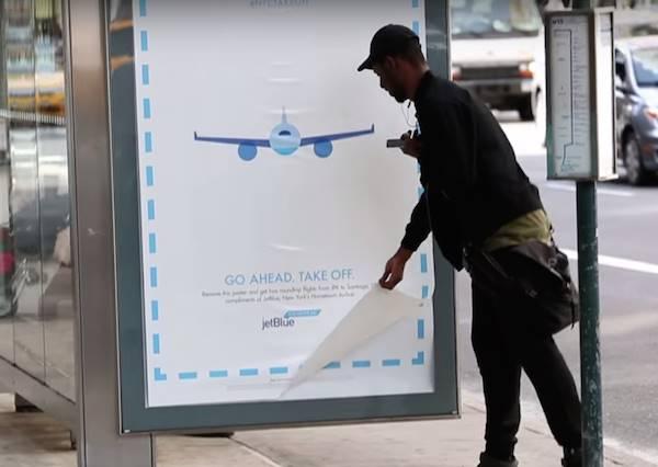 路邊廣告要認真看!居然有航空公司大放送,街上機票任你拿