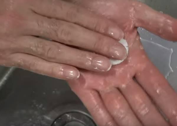 雙手油膩膩又沒有洗碗精時怎麼辦?只要一匙㊙㊙就輕鬆解決!
