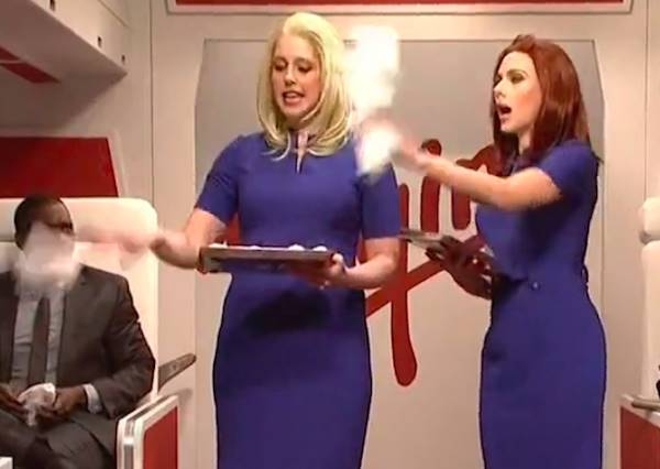 這家航空特地請來史嘉莉喬韓森當空姐為頭等艙服務,結果...換來一連串爆笑出搥!?