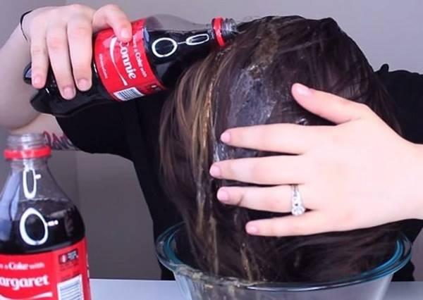 時尚名模私下愛用的護髮妙招全靠可樂!看完示範後你會想嘗試嗎?