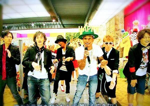音樂才子「菲董」和SMAP跨國界合作!超有看頭的再次翻唱MV看了超過癮的~