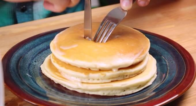 吃鬆餅要先在中間挖個洞?吃東西的TOP3王道法則,怕手髒的人一定要會第2招!