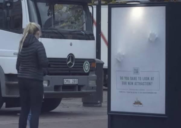 當你掃描海報上QRCODE後,超越3D的互動廣告絕對讓你嚇一大跳!