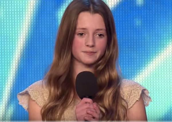 評審都以為漂亮金髮小女孩會唱當紅流行歌,等開口後,大家終於相信她最崇拜的偶像是惠妮休斯頓...