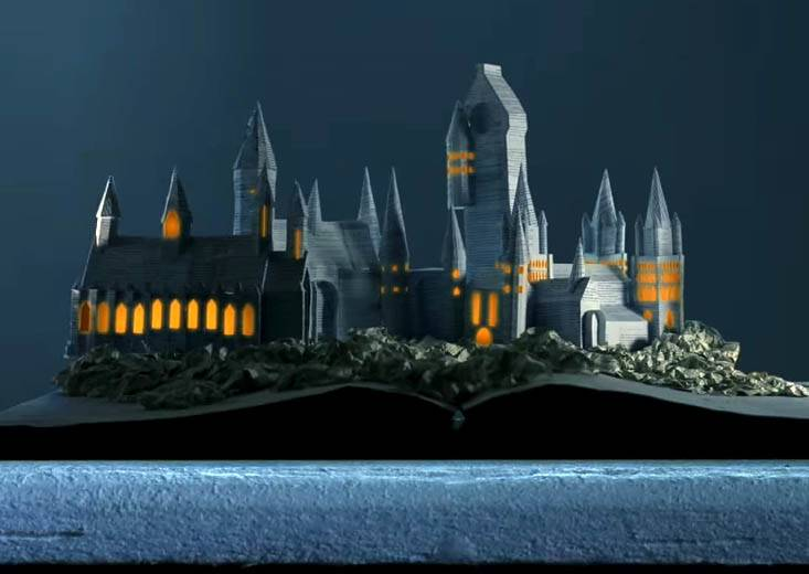 這才能自稱是鐵粉啊!《哈利波特》死忠粉竟然用書「摺」出霍格華茲的魔法世界?