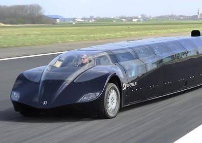跑車也有加長版?這台酷似蝙蝠俠座駕竟然是㊙㊙的巴士?! (提示:不是杜拜喔)