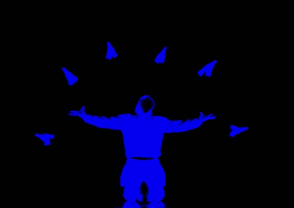 這群人表演超震撼「黑暗螢光舞」,燈一關就讓所有人尖叫鼓掌直到燈亮為止!