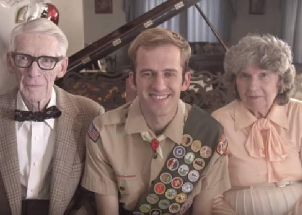 這真的是《天外奇蹟》!老夫妻重現經典橋段,紀念他們結婚60周年的真愛