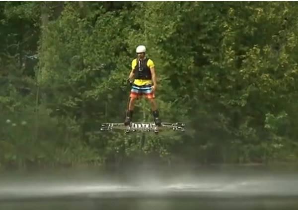 這名發明家不但製作出超酷的懸浮滑板,甚至還用它創下金氏世界紀錄?