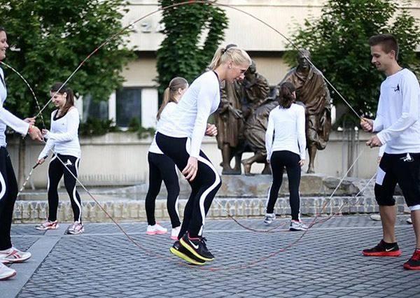 史上最強跳繩正妹團將跳出最華麗的動作,尤其1:07秒可以上太陽劇團表演了!