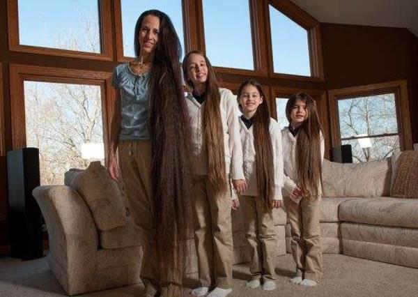 她們母女四人被稱做長髮公主家庭,而留頭髮的原因居然也像童話故事一樣夢幻!