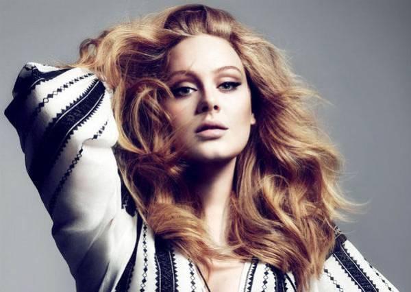 Adele睽違3年出新歌,沒想到全是為了跟「他」說一聲《Hello》...