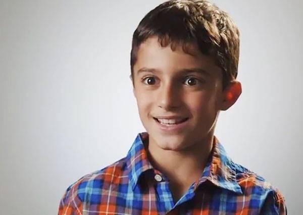 這個9歲男孩沒有左腳,左手也只有兩根手指頭...他說「我有很完美的人生!」