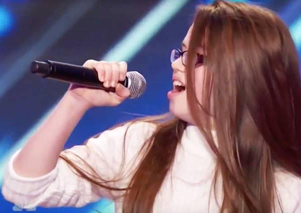 明明就在眼前表演,但評審還是不敢相信這渾厚有力的超級歌聲竟然來自11歲小女孩!