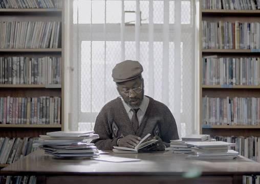這位老先生年紀一把才開始從頭學認字,支持他的動力竟都是為了一本書?