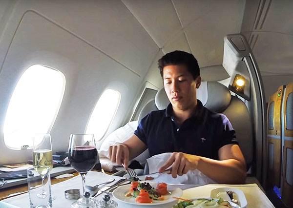 這個男的用一萬塊就能搭頭等艙環遊世界?方法也太簡單了!
