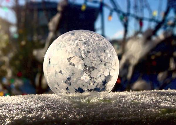 美到不科學!在攝氏零下25度吹泡泡,居然會有如此驚人的畫面...