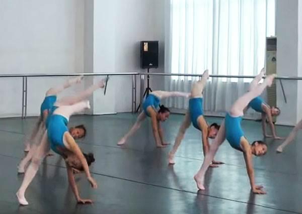 這群少女把體操和舞蹈結合在一起,就出現迷倒許多老外的中式芭蕾!