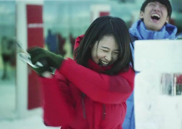 為了讓顧客體驗外套有多保暖,他們趁試衣時把客人送到冰庫裡!?