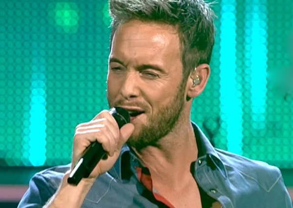這位歌手只唱了5個字,就讓所有評審同時按扭轉身準備搶人!