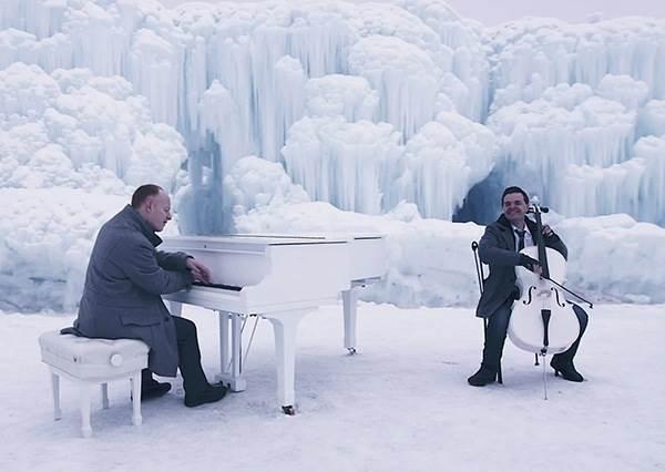 這兩個男人在冰上演奏的《Let It Go》,被推崇為冰雪奇緣最棒的翻唱版!
