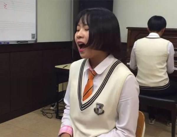 韓國女高中生唱了愛黛兒新歌《Hello》,2:25超強爆發力讓網友驚呼:SM拜託簽她!