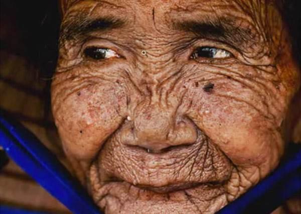 這絕對是最感人的修圖!神人神級photoshop,百歲婆婆重回少女時代