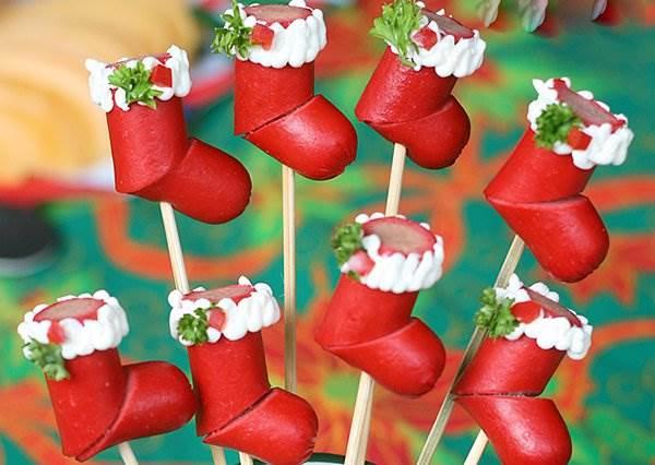 裝不了禮物但可以吞下肚!用熱狗做出超可愛聖誕襪討好男友的胃吧