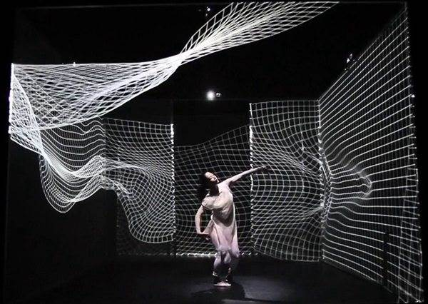 當科技和跳舞結合在一起,你會發現與空氣同舞美到讓人捨不得呼吸!